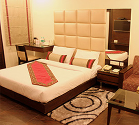 amrapali hotel Club Room
